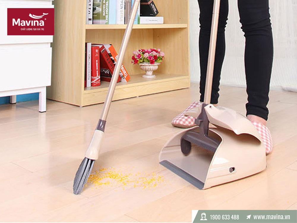 Thường xuyên quét nhà